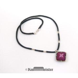 Makramee Kette – schwarz – Hill Tribe Silber – lila Seide bestickt – 40 cm lang
