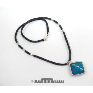 Makramee Kette – schwarz – Hill Tribe Silber – blaue Seide bestickt – 40 cm lang