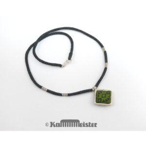 Makramee Kette – schwarz – Hill Tribe Silber – grüne Seide bestickt – 39 cm lang