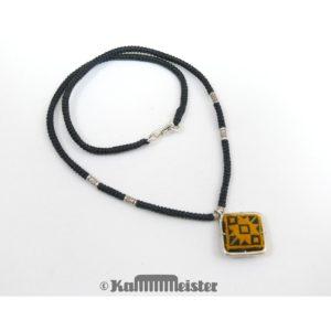 Makramee Kette – schwarz – Hill Tribe Silber – hellbraune Seide bestickt – 40 cm lang