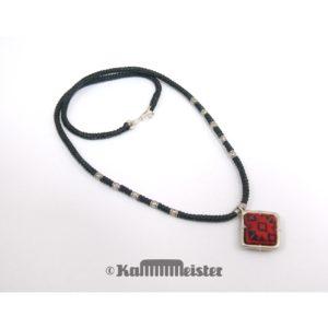 Makramee Kette – schwarz – Hill Tribe Silber – rote Seide bestickt – 40,5 cm lang