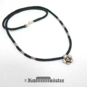 Makramee Kette - schwarz - Hill Tribe Silber - Blüte - 46,5 cm lang