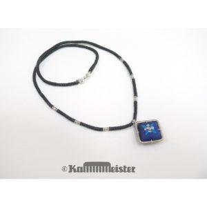Makramee Kette – schwarz – Hill Tribe Silber – blaue Seide bestickt – 48 cm lang