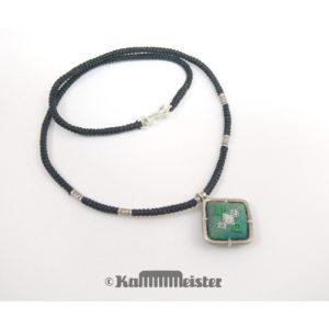 Makramee Kette – schwarz – Hill Tribe Silber – grüne Seide bestickt – 41 cm lang