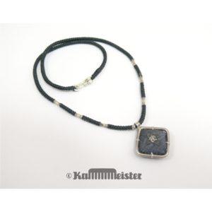 Makramee Kette – schwarz – Hill Tribe Silber – rote Seide bestickt – 41,5 cm lang