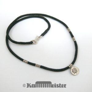 Makramee Kette - schwarz - Hill Tribe Silber - Scheibe mit Blüte - 42 cm lang